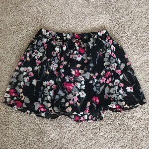 Short skirt, perfect for cute crop tops.